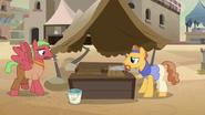 S07E18 Kucyki naprawiają stoisko