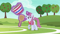 Tryout unicorn mare applying makeup S6E18
