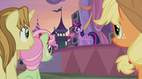 Twilight addresses ponies with microphone S9E17