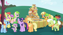 Applejack and her family S01E01