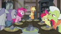 Applejack asks about double-baked pot pie S5E20