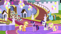 Cupcakes spilling out of the castle S9E24