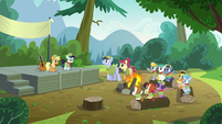 Everypony Commenting on Rara's Singing S5E24