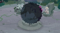 Giant ball of darkness appears in Ponhenge S7E25