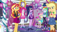 Mane 6 throw a surprise party for Rarity EGDS40