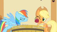 Rainbow Dash spitting an apple at Applejack S01E25