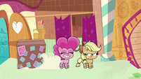 Another package arrives for Pinkie Pie PLS1E3a
