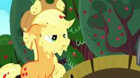 Applejack covered in applesauce S8E18