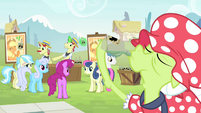 Ponies see Granny drinking tonic S4E20