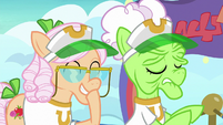 Apple Rose giggling at Auntie Applesauce S8E5