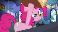 Pinkie Pie looking under Starlight's book S8E3