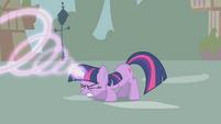 Twilight casting a magic spell S1E10