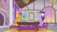 Twilight freaks out at the lunch table MLPS4