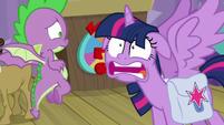 Zoom in on Twilight's insane face S9E16