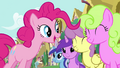 1000px-Pinkie's song pony crowd 3 S2E18