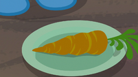 Carrot on Trixie's plate S8E19