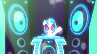 DJ Pon-3's pumping up the music S8E5
