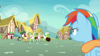 Gold Horseshoe Gals approach the balloon S8E5