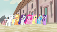 Mane Six uncomfortable next to Double Diamond S5E1