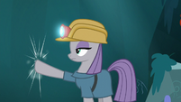 Maud Pie tapping on the rock wall S7E24