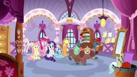 Ponies watch Yona dance like a pro S9E7