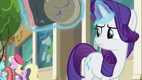 Rarity looks back at Manehattanite ponies S8E4