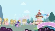 RainbowDash KickingCloud2