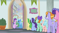 Students outside Starlight's office S8E19
