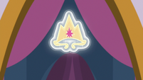 Twilight Sparkle's new princess crown S9E26