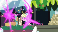 Twilight teleports away from Millie's stand MLPBGE