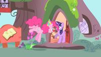Pinkie Pie singing to Twilight S1E25