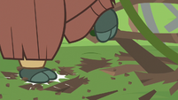 Yona stomps the branches to bits S8E9