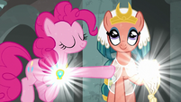 Pinkie powers element of laughter with Somnambula S7E26