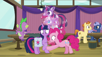 Pinkie ties balloon strings to Twilight's hooves S9E16