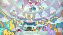 Gallus flying around the classroom S8E2