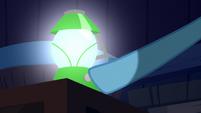 Rainbow Dash picks up a lantern S6E15