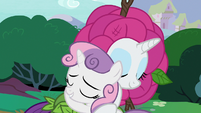 Rarity and Sweetie Belle hug and make up S7E6