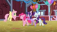 Pinkie Pie, Twilight, Rarity dancing S1E25