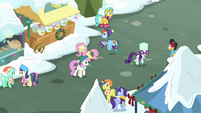 Ponies singing in the middle of town MLPBGE