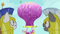 Royal guards see the Twinkling Balloon S9E4