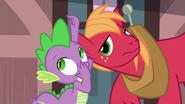 S06E17 Spike szepcze do Big Maca