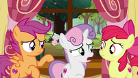 "Sweetie Belle ""she looks so sad"" S8E12"