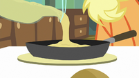 Applejack pouring pancake batter S9E10
