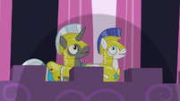 Royal guards overshadowed by something S9E4
