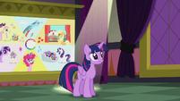 Twilight addressing her listeners S5E25