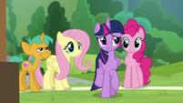 Twilight wondering where Rainbow is S9E15