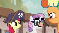 Apple Bloom and Sweetie Belle put disguises back on S7E8