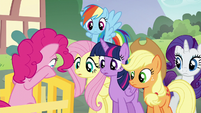 Pinkie's friends listen to her read the clue S5E19