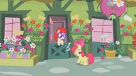 S01E12 Apple Bloom przed domem Twist