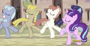 S05E01 Starlight i tańczące kucyki